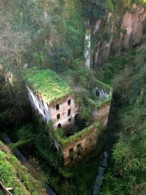 Странный замок