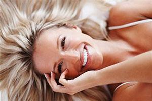 Как можно сохранить естественный цвет волос после окрашивания