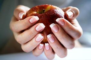Наращивание ногтей на дому