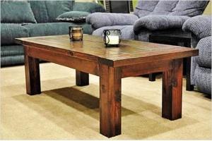 Кофейный столик – это отличный компаньон для дружеских посиделок. Под столешницей предусмотрены полочки, куда можно что-то положить.