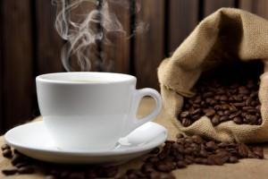 Для большинства из нас кофе – это ежедневный ритуал. Совершая утреннее «священнодействие», вместе с первым глотком горячего кофе мы приобщаемся к великой традиции, берущей начало ещё в 1425 году.