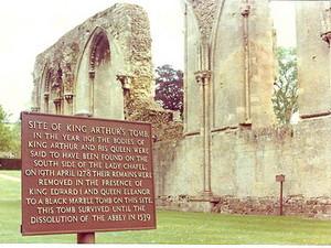 Могила короля Артура - подделка?