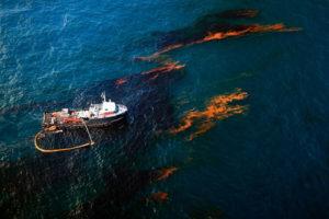 Ликвидация разливов нефти на море